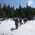 Alpiniști pe traseu turistic